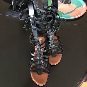 Steve Madden black gladiator sandals